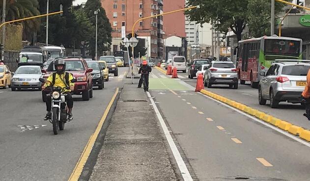 Las ciclorrutas permanentes han sido puestas en distintas vías de Bogotá.
