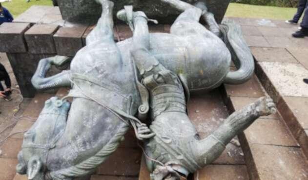 Derribo de la estatua de Sebastián de Belalcázar
