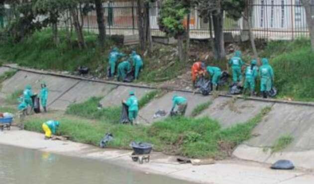 Limpieza río Fucha en Bogotá.