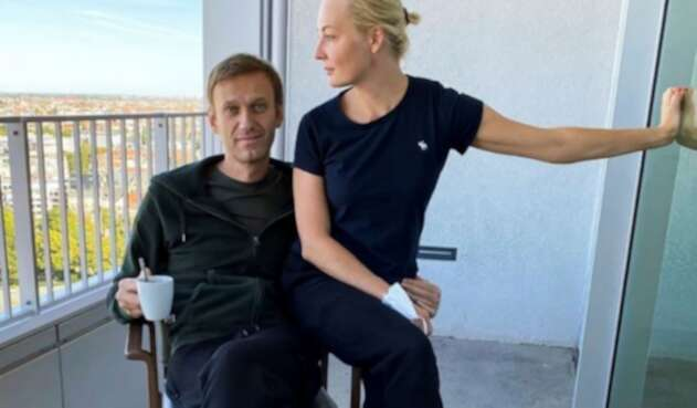 Opositor ruso Alexéi Navalni junto a su esposa Yulia
