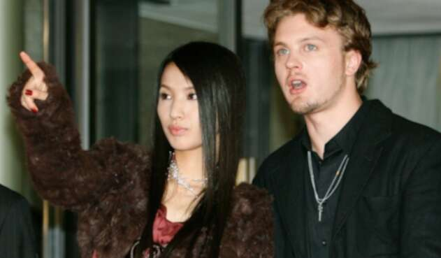 Sei Ashina, modelo japonesa, junto al actor Michel Pitt