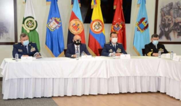 Las Fuerzas Militares entregaron informe ante la Comisión de la Verdad sobre la violencia en los últimos 55 años.