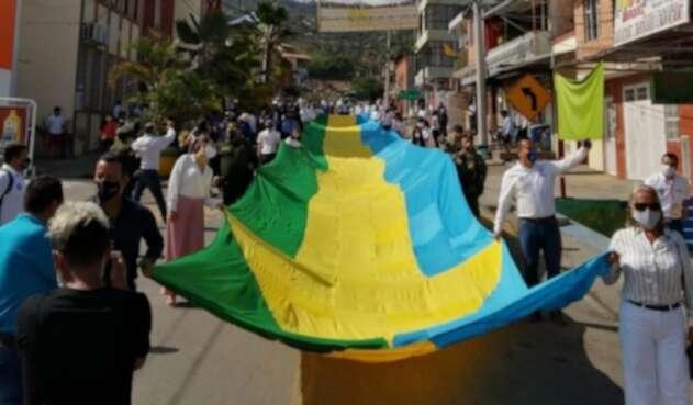 La bandera más grande de Colombia