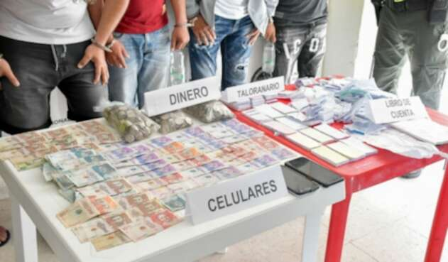 Autoridades lograron capturar a cinco personas y material usado para el chance ilegal fue incautado