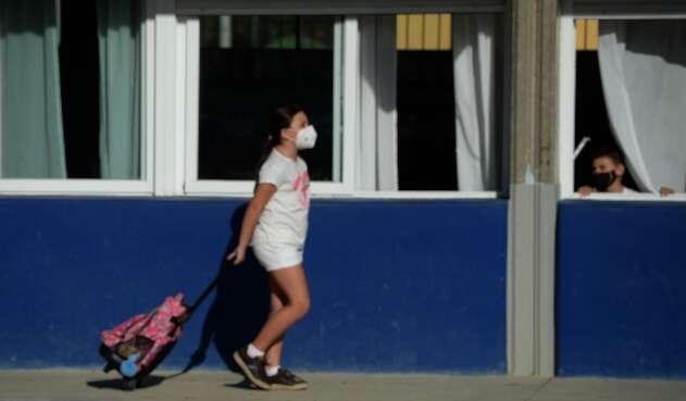 Regreso de niños a colegios en España