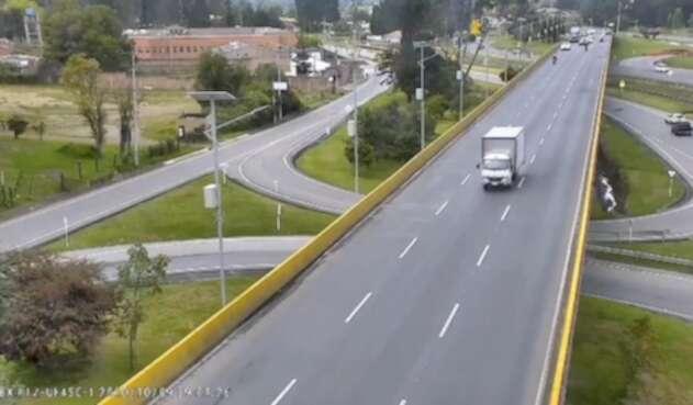 Ciclista fue arrollado y lanzado de un puente en Chía