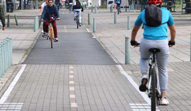 La dura realidad que sufren los ciclistas en Bogotá
