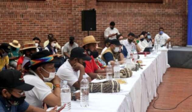 Minga indígena reunida con el Gobierno