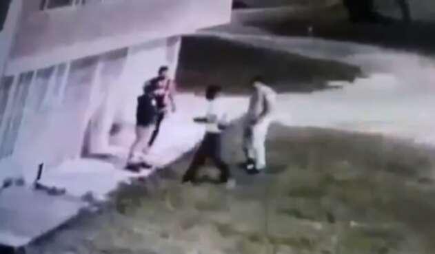 Joven es asesinado en momentos en que le robaban un celular.
