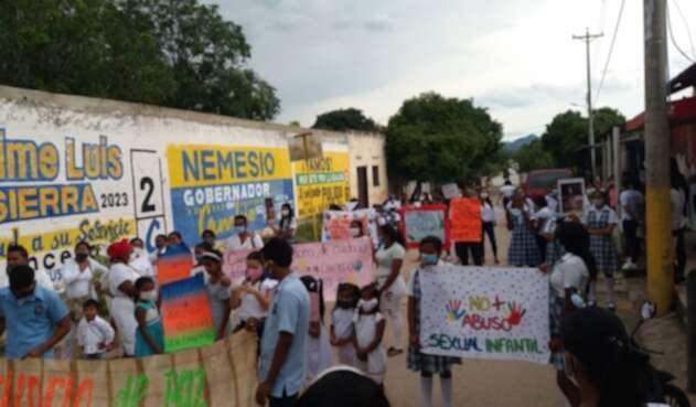 Plantón en La Junta en rechazo a abuso de menor indígena