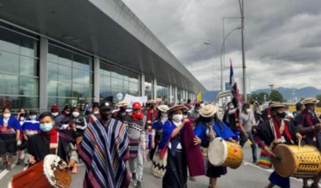 Protestas de indígenas en aeropuerto El Dorado