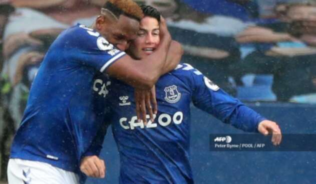 James y Yerry Mina en Everton
