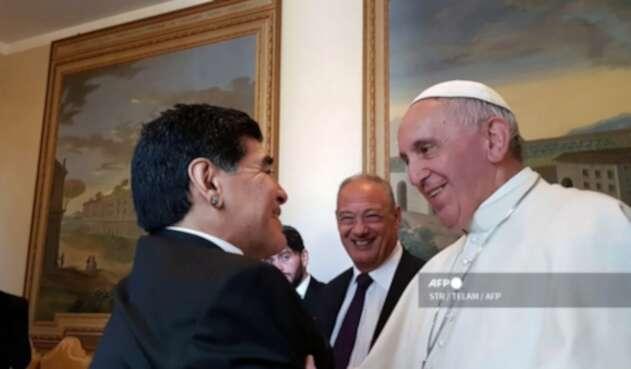 Papa Francisco y Diego Maradona
