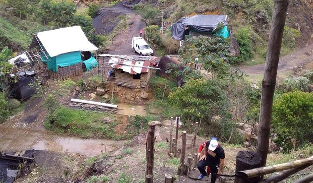 Tres mineros resultaron heridos en un derrumbe que generó la explosión de un socavón de carbón, ubicado en Puente Vélez, zona rural del municipio de Jamundí.