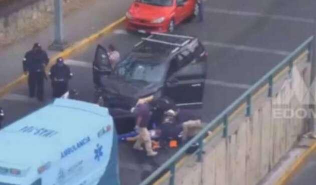 Camioneta arrolla ladrones en México