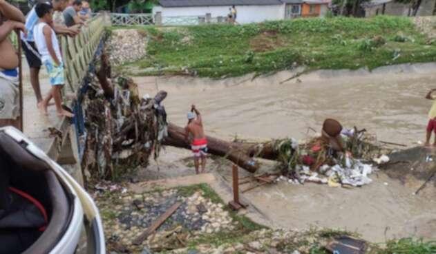 Varios arroyos se desbordaron ocasionando emergencias.