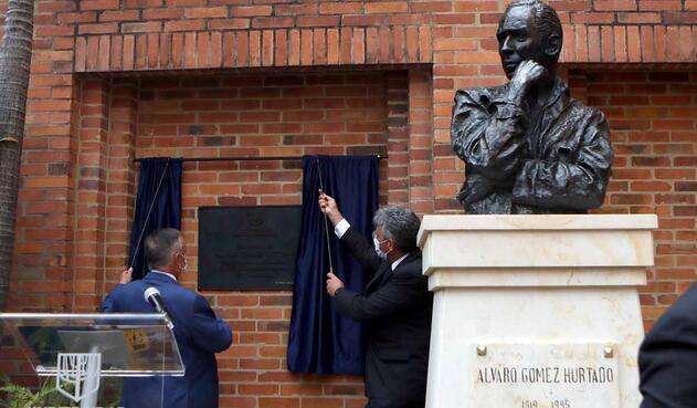Misa y placa en honor a Álvaro Gómez Hurtado, al conmemorarse 25 años de su asesinato