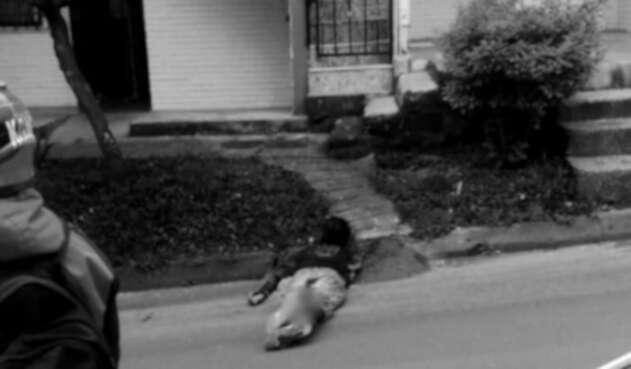Dejó caer una garrafa de licor y sus amigos lo golpearon hasta matarlo en Itagüí
