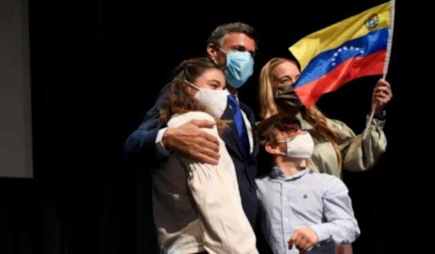 Leopoldo López junto a su familia en España