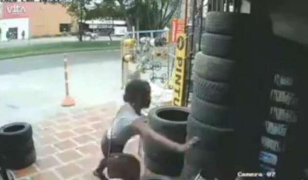 Mujer le echa gas pimienta a hombre que le echó piropos