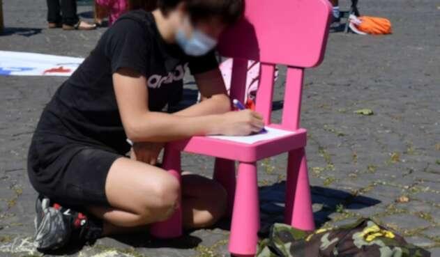 Niños en Italia toman clases al aire libre