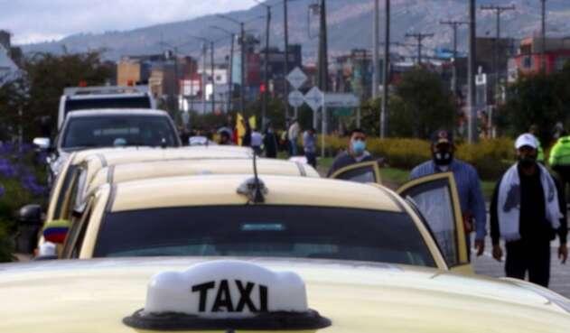 Taxistas de Bogotá protestan: dicen no a legalización de Uber y otras plataformas