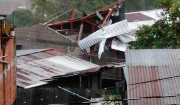 casas dañadas por vendaval en Manizales