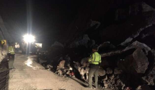 Los deslizamientos se presentan en los kilómetros 28 y 30, sector Mata de Cacao.