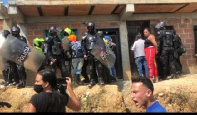 Proceso de desalojo en Bello, Antioquia.