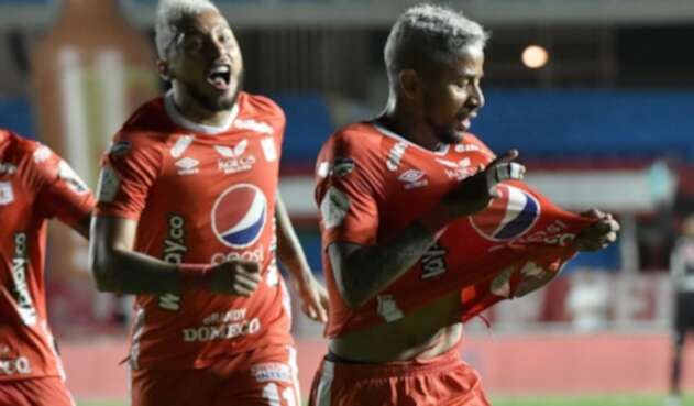 Golpe al América: El Var le anuló un gol milimétrico contra Santa Fe
