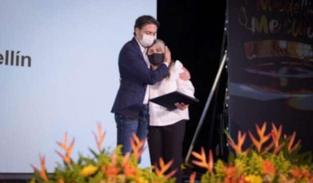 Homenaje a las familias de los médicos y las enfermeras muertas durante la pandemia.