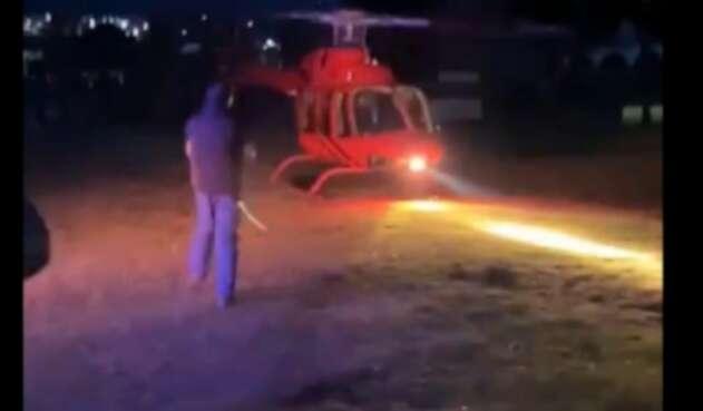 Hombre muere al ser impactado por la hélice de un helicóptero