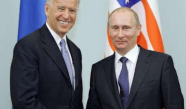 Joe Biden y Vladimir Putin en 2011