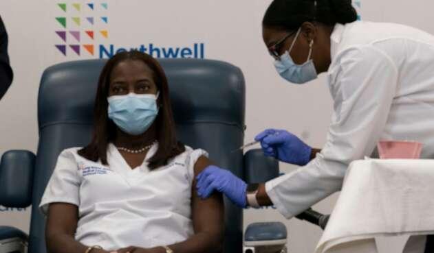 Sandra Lindsay, primera vacunada contra la covid en EE.UU