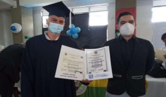 Se graduaron del bachillerato 135 exhabitantes de calle en Bogotá