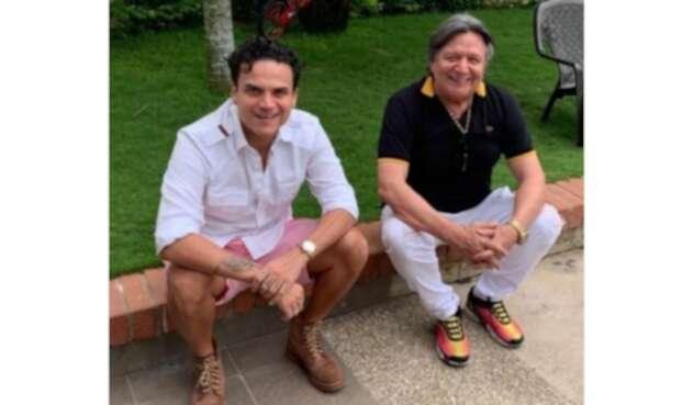 Silvestre Dangond junto a su padre William, conocido como 'El Palomo'.