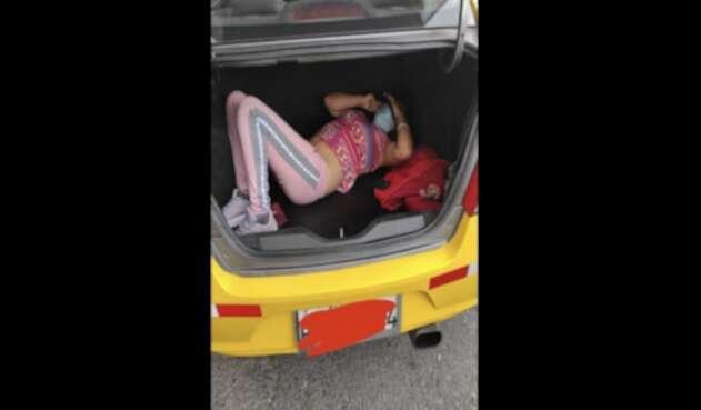 Taxista que llevaba a su amante en el baúl fue descubierto