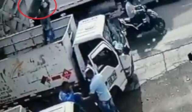 Vendedor de gas le lanzó cilindro en la cabeza a ladrón para evitar robo