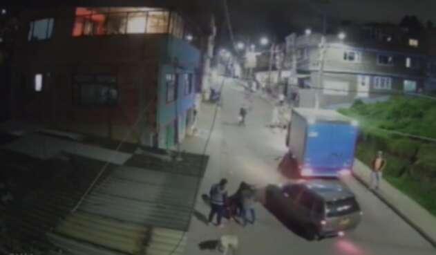 Motociclista atropelló a una ciclista y ambos salieron a volar en Facatativá