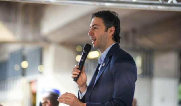 El alcalde de Medellín, Daniel Quintero, anuncia el giro de los recursos para el Metro de la 80.