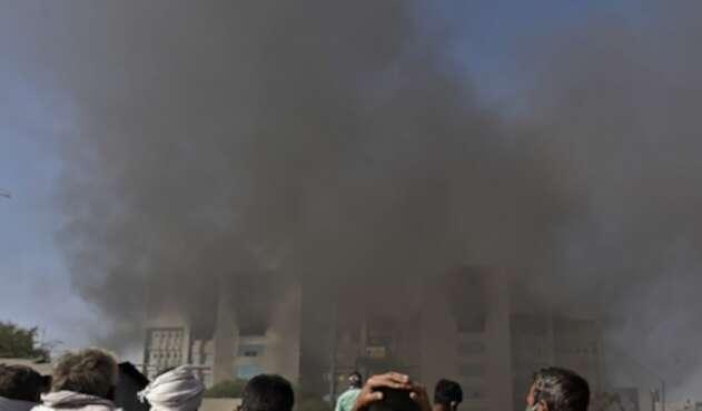 Incendio en sede de vacunas en India
