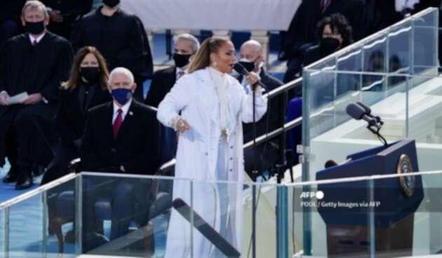 Jennifer López en posesión de Joe Biden