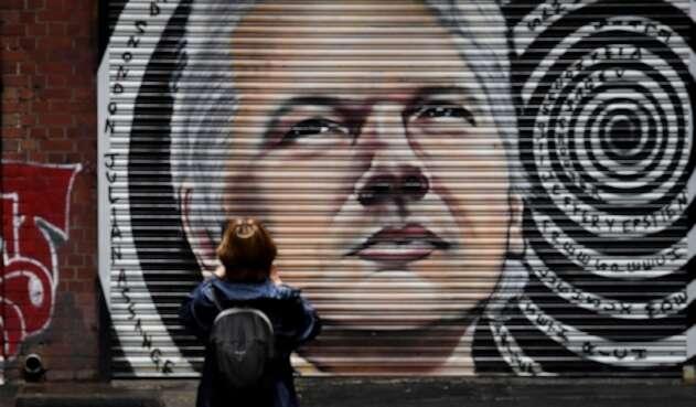 Mural con el rostro de Julian Assange en Australia