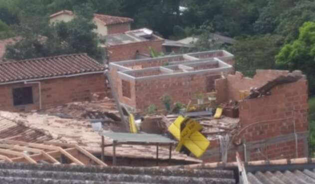 Una avioneta particular cayó en una vivienda del municipio de Copacabana, Antioquia