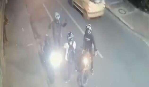 Bogotá: Le quitan la moto y le dan un tiro en el estómago delante de su mujer
