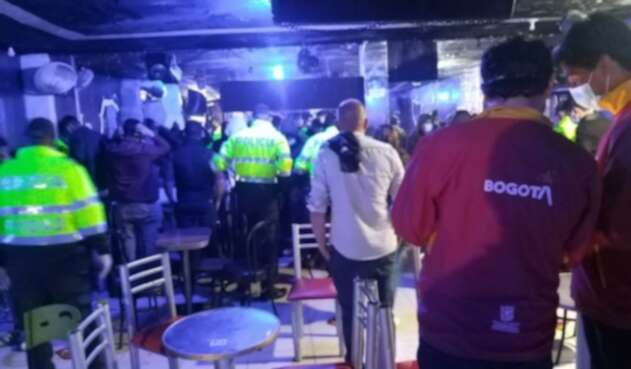 Autoridades hallaron en Chapinero a 35 personas en fiesta clandestina