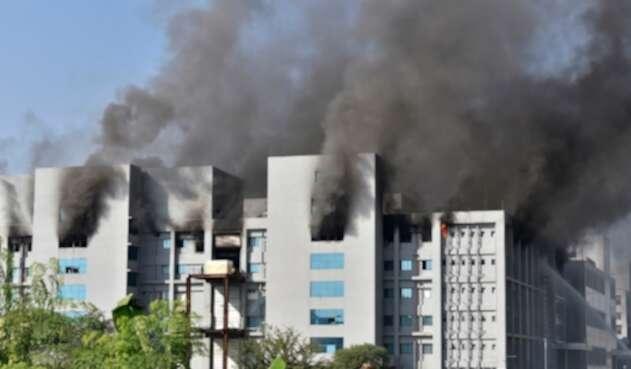 Incendio en fábrica de vacunas contra covid-19 de Astrazeneca en India
