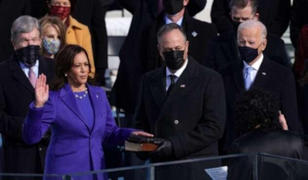Kamala Harris jura como primera vicepresidenta de EE.UU.