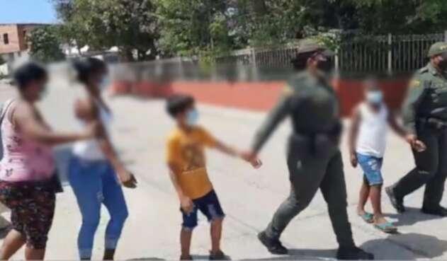 Las dos madres y los dos menores fueron trasladados ante la Comisaría de Familia, en el barrio Chiquinquirá