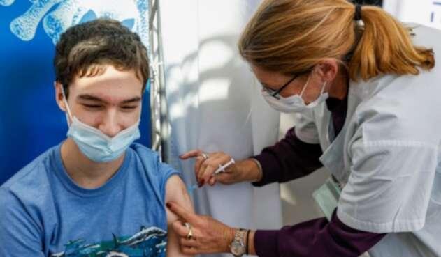 Aplican vacuna contra la covid-19 a adolescentes en Israel